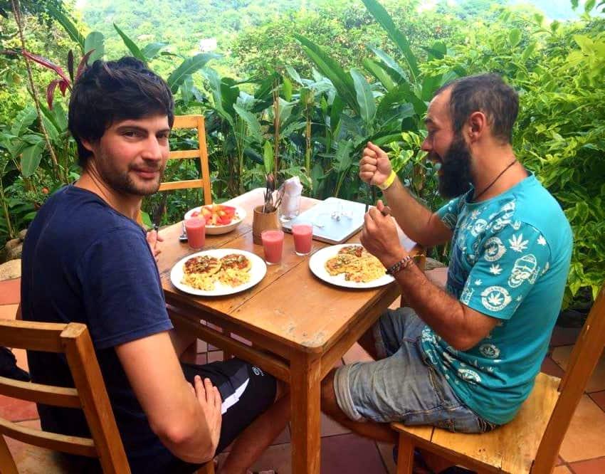 Meal Casa Loma hostel MInca