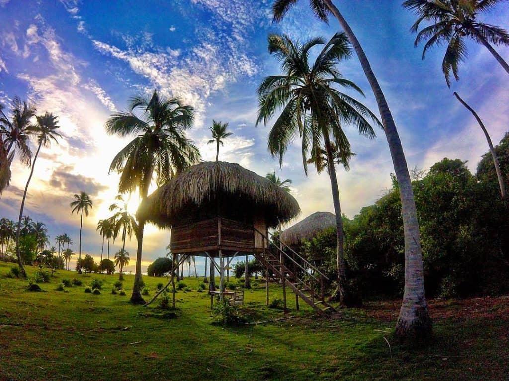 Cabanes sur l'île Mucura, îles San Bernardo en Colombie