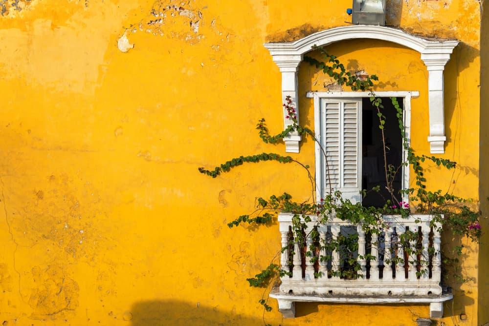 Façade dans Carthagène, l'une des villes de colombie la plus fréquentée.