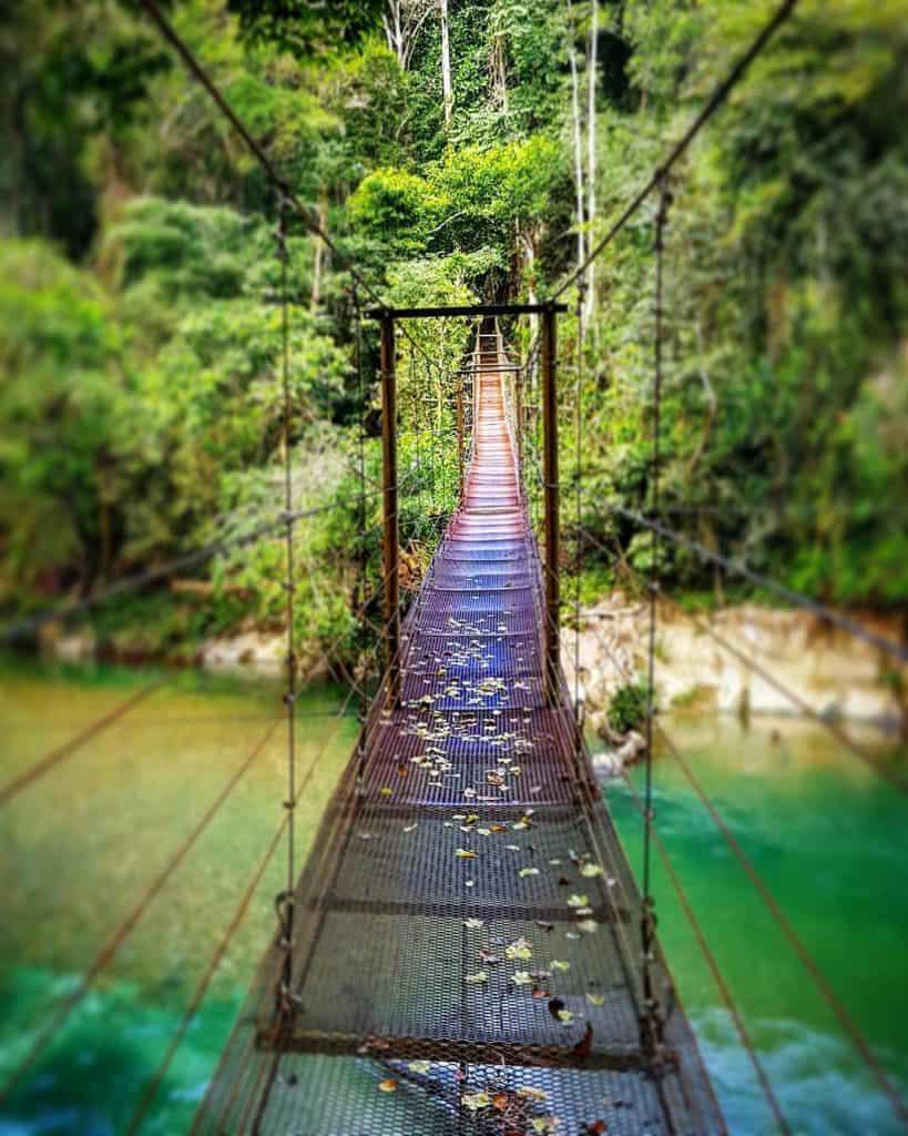 Pont à Rio Claro, une réserve naturelle dans les alentours de Medellín