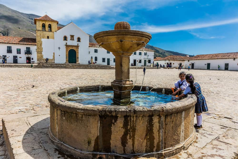 Main Sqaure + Fountains + Kids Villa de Leyva- E-ostill
