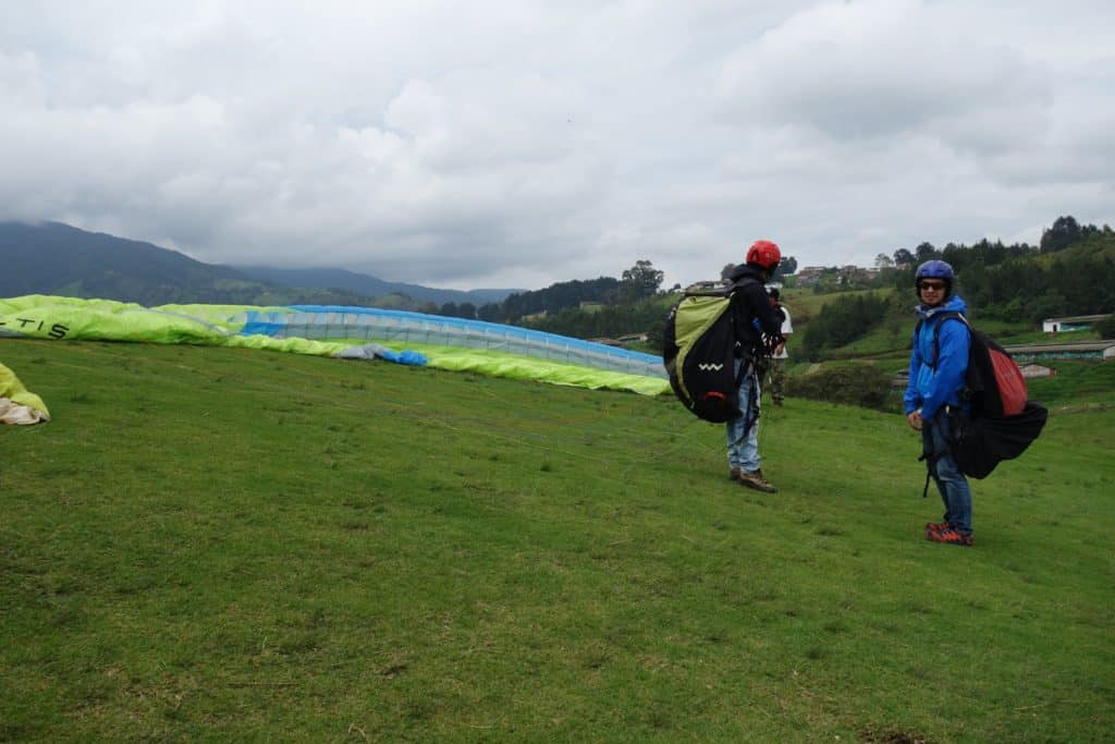 Equipement preparation Paragliding in Medellin
