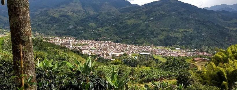 Vue plongeante sur le village de Jardin dans les alentours de Medellín