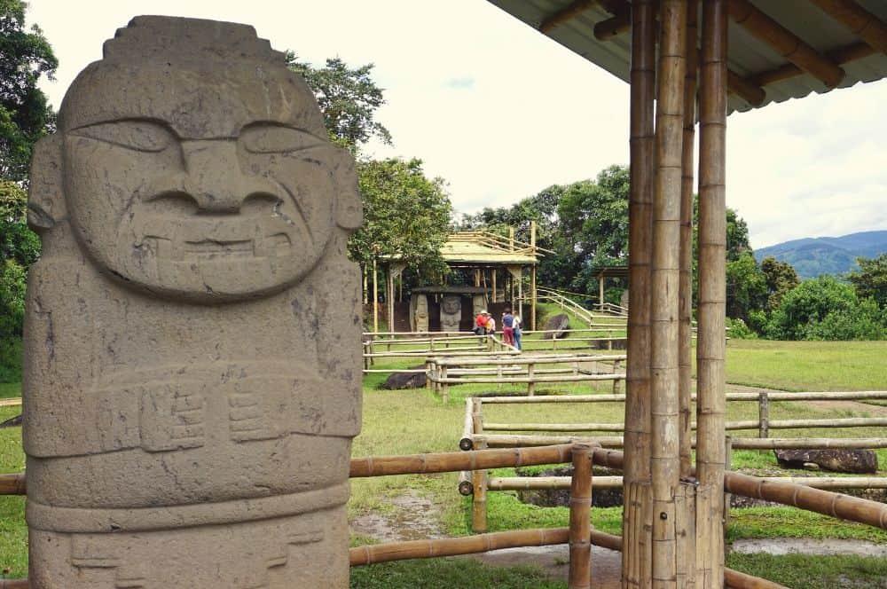 Statues San Agustin